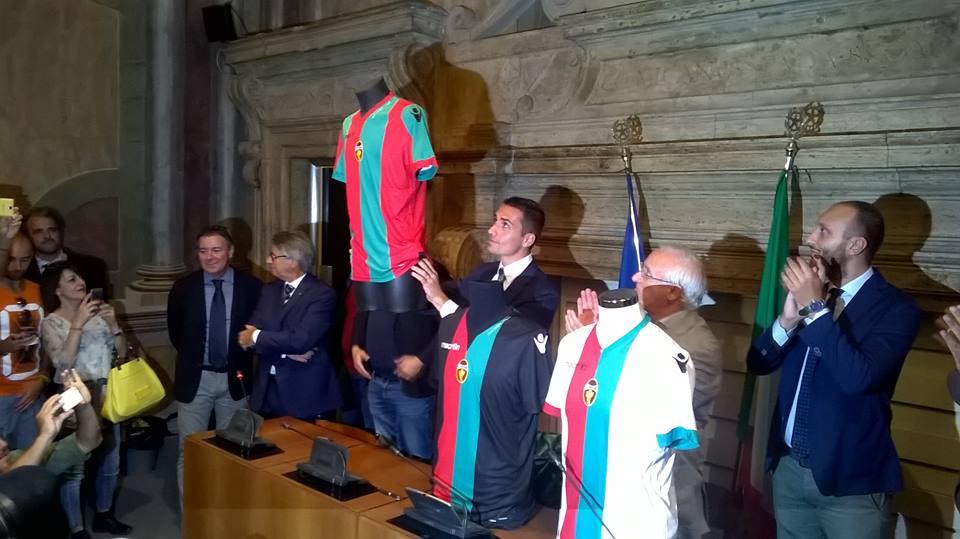 Ternana, cambio di proprietà al rush finale. Domani è previsto l'annuncio del nuovo proprietario della società rossoverde.