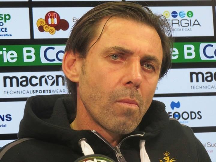 Ternana, ufficiale esonerato l'ex allenatore rossoverde Carmine Gautieri