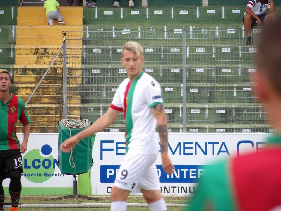 Antonino La Gumina con la maglia della Ternana
