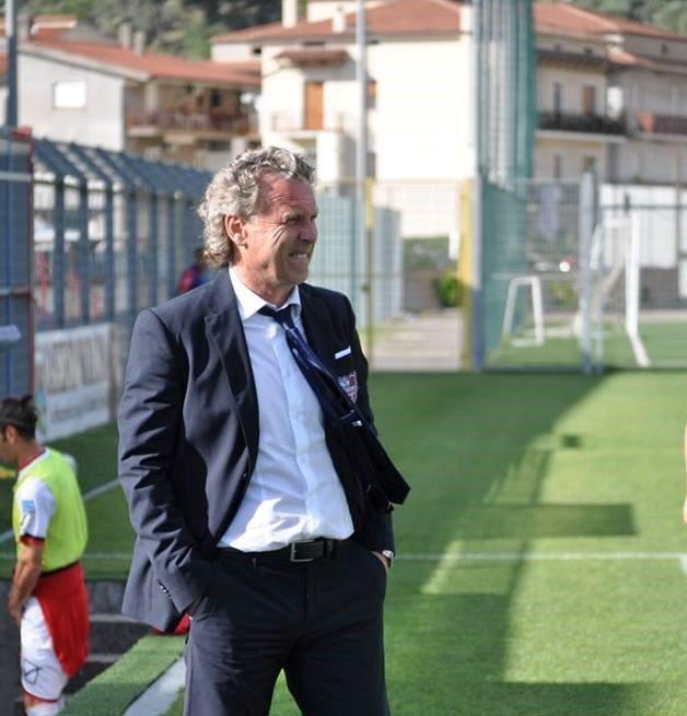 Ternana, Sandro Pochesci 'Tre giocatori dietro e sette avanti'