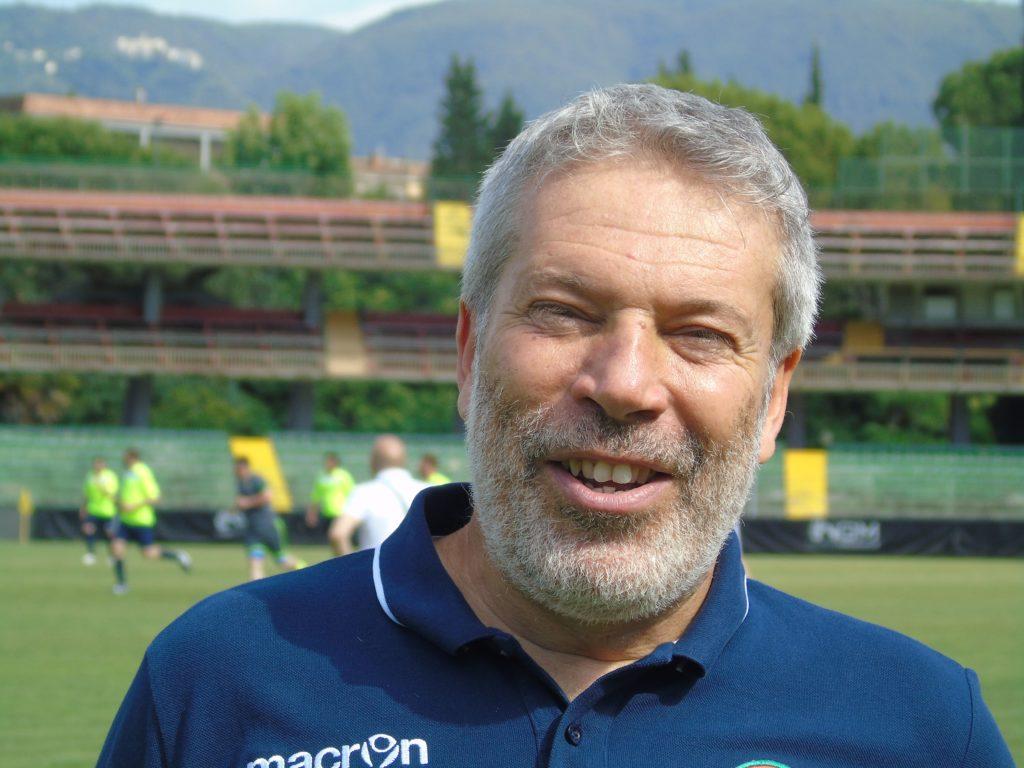 L'allenatore della squadra Amici di Enzo