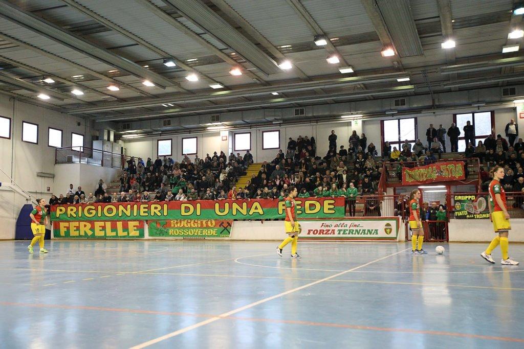 Ternana femminile, la protesta dei tifosi rossoverdi 'Verguenza'