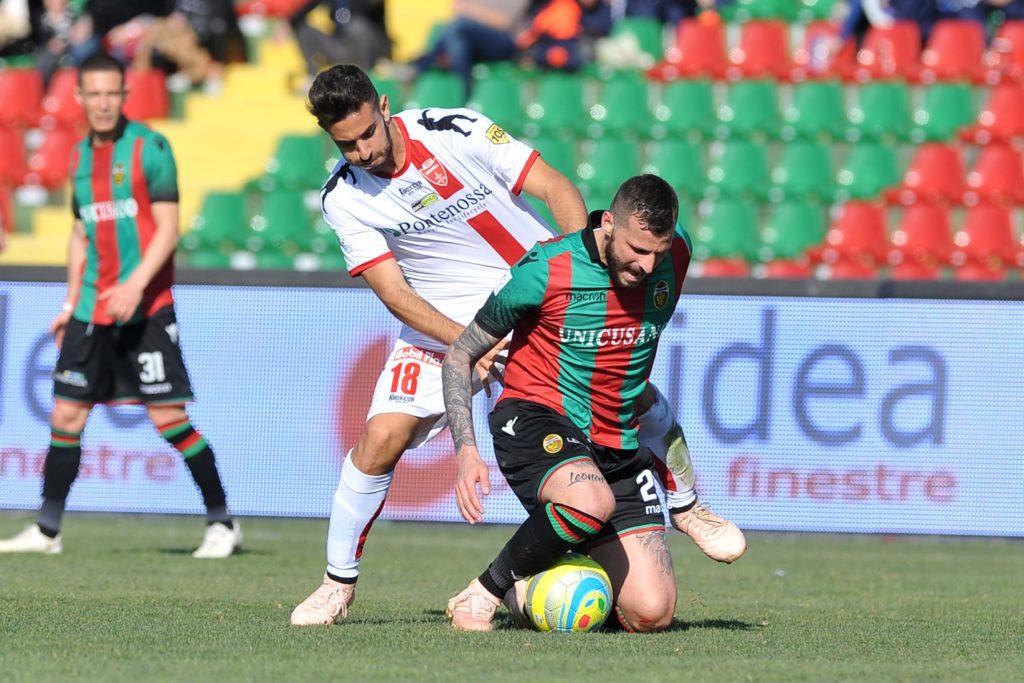 Andrea Palazzi in azione contro la Ternana