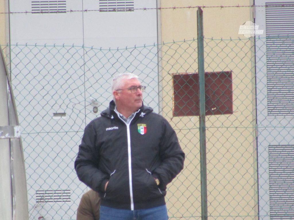 L'allenatore Enzo Monticchiani dell'Amc98