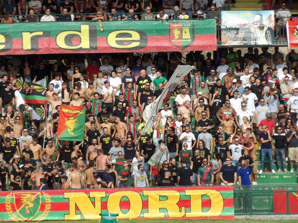 Ternana, i tifosi rossoverdi presenti al debutto Champions dell'Atalanta