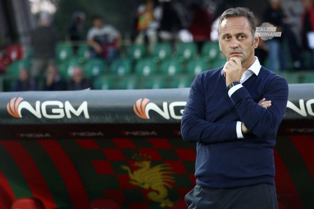 il tecnico della Ternana Fabio Gallo in panchina