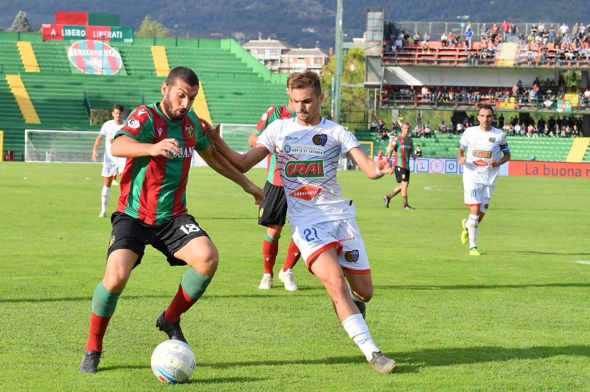 Marilungo contro un giocatore del Catania