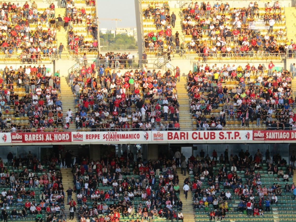 i tifosi del Bari in tribuna