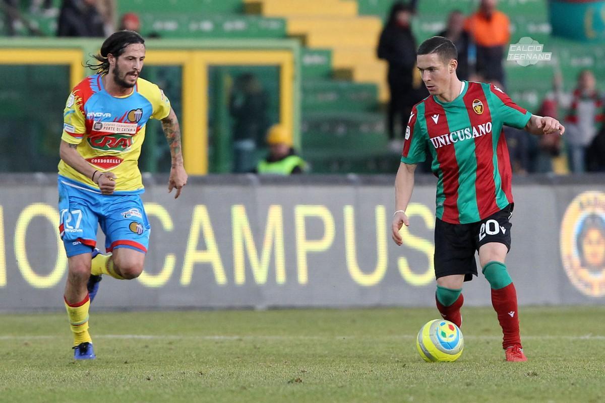 Fabrizio Paghera in azione contro il catania in Coppa Italia