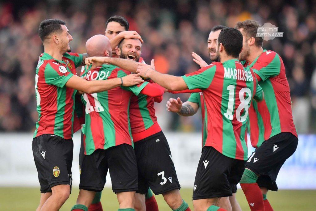 esultanza della Ternana per il gol di Mammarella