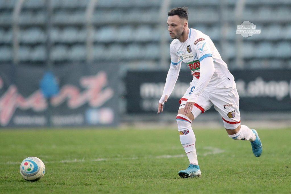 Matteo Di Piazzia in azione con il Catania