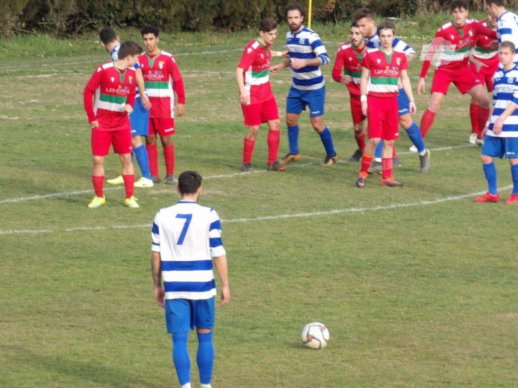 Calcio di punizione di Nicola Cascianelli in Amc98-San Venanzo