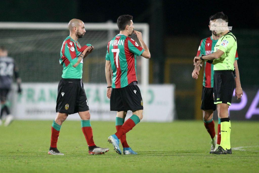 i calciatori della Ternana a fine partita