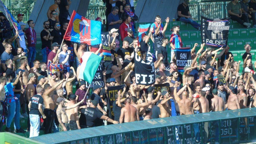 tifosi del Catania al Liberati