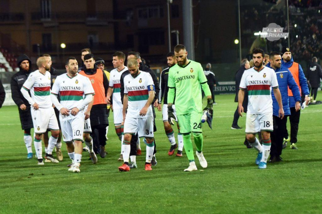 I giocatori della Ternana alla fine del match contro la Reggina