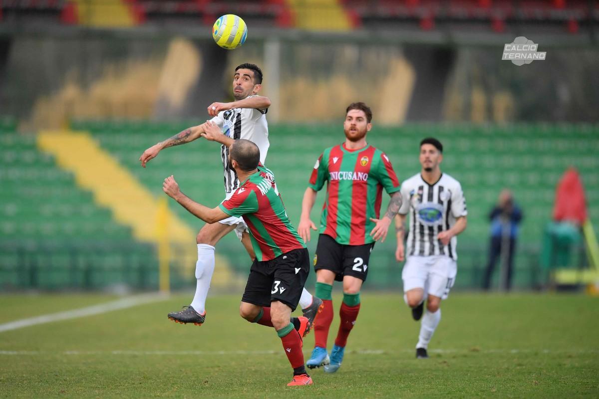 un'azione del match Ternana-Sicula Leonzio