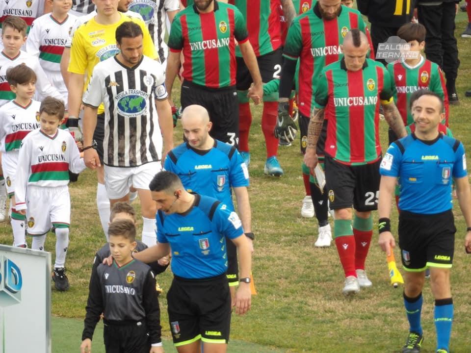 Ternana e Sicula Leonzio ingresso in campo delle squadre