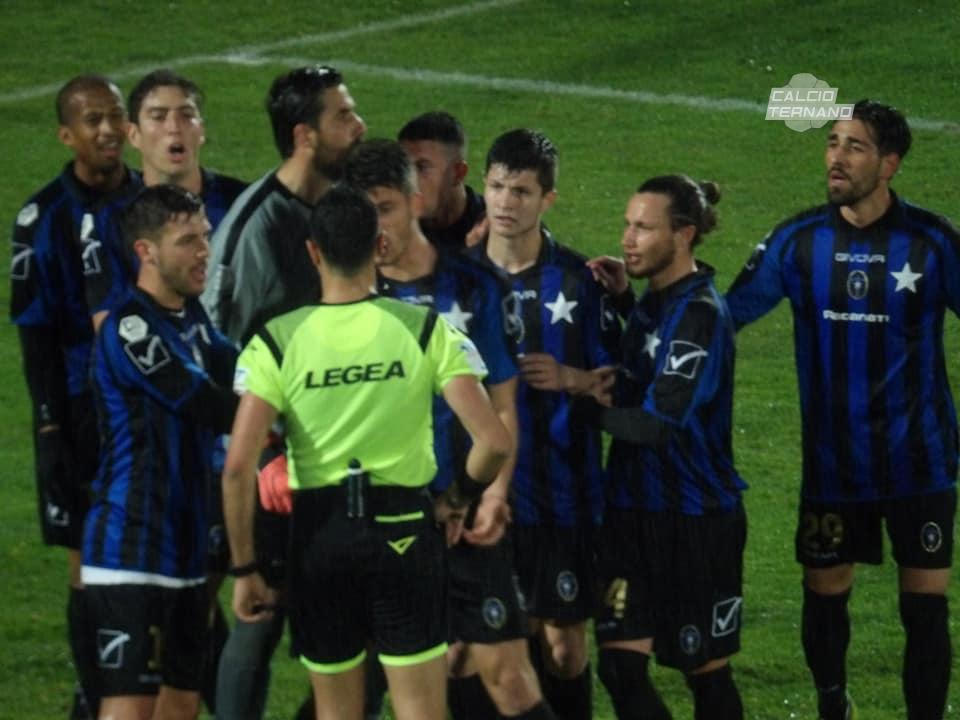 un'azione del match di Ternana-Bisceglie