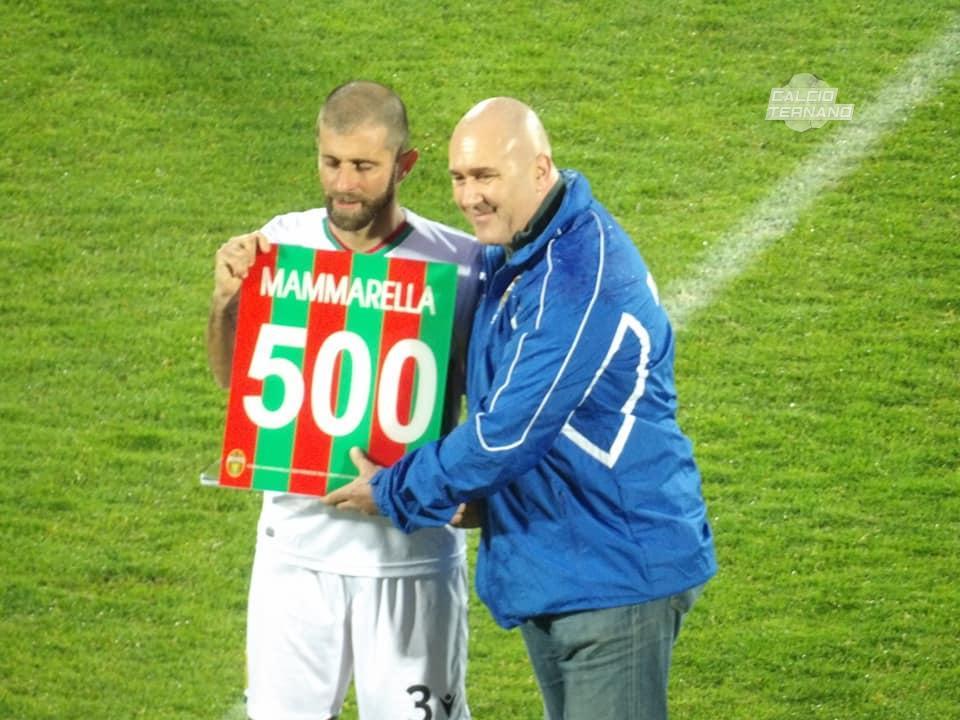 Mammarella con la maglia celebrativa per le 500 presenze