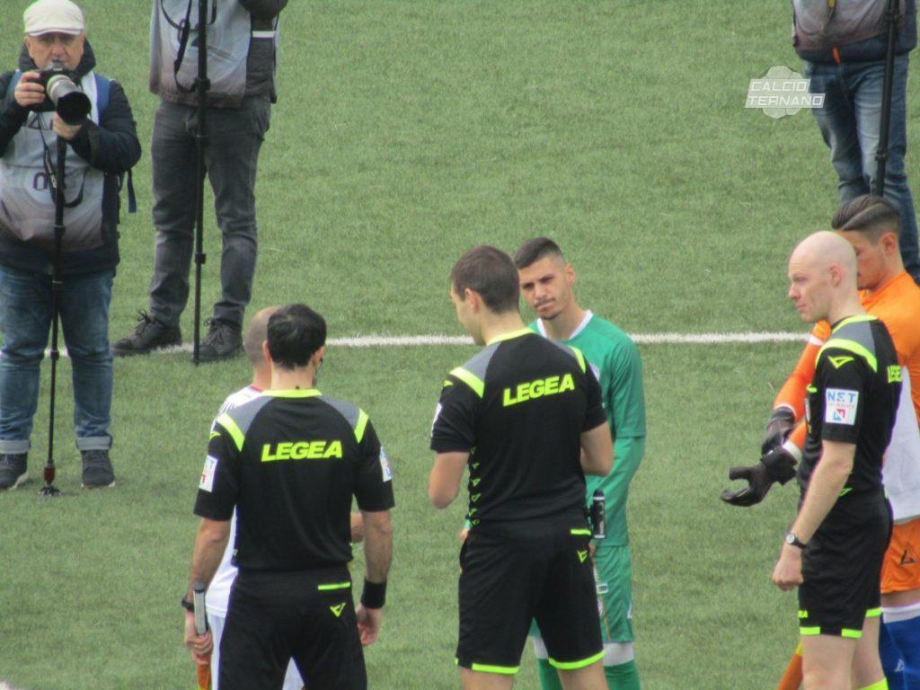 I capitani al centro del campo nel match contro l'Avellino