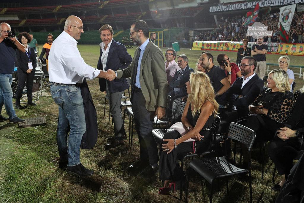 Stefano Bandecchi stretta di mano con Leonardo Latini