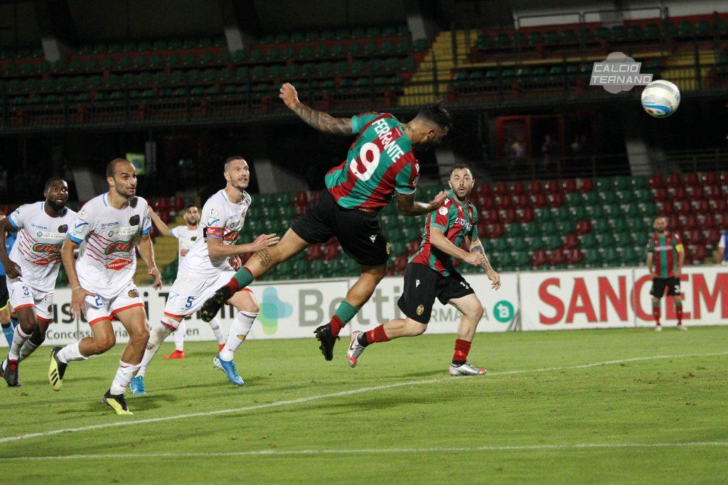 Il gol di testa di Ferrante contro il Catania