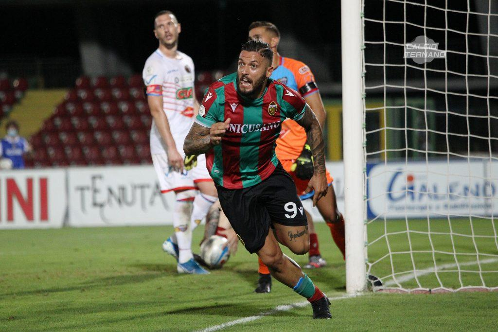 Esultanza di Ferrante al gol contro il Catania