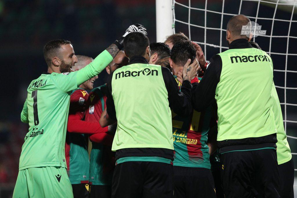 abbraccio Ternana al gol
