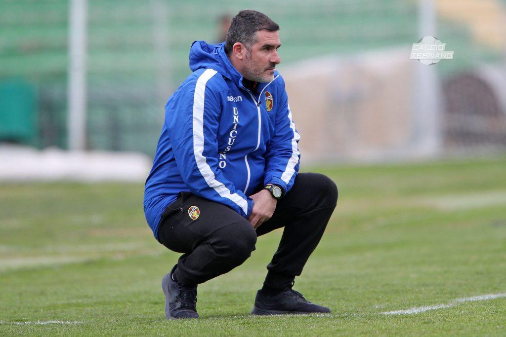 Cristiano Lucarelli guarda il match