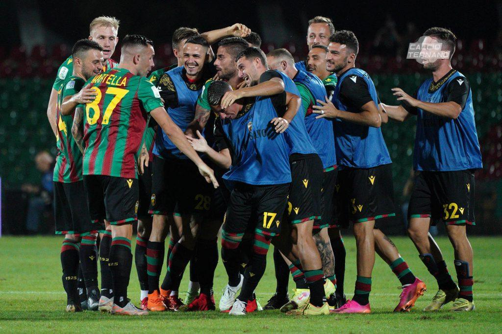 esultanza al gol della Ternana di Martella